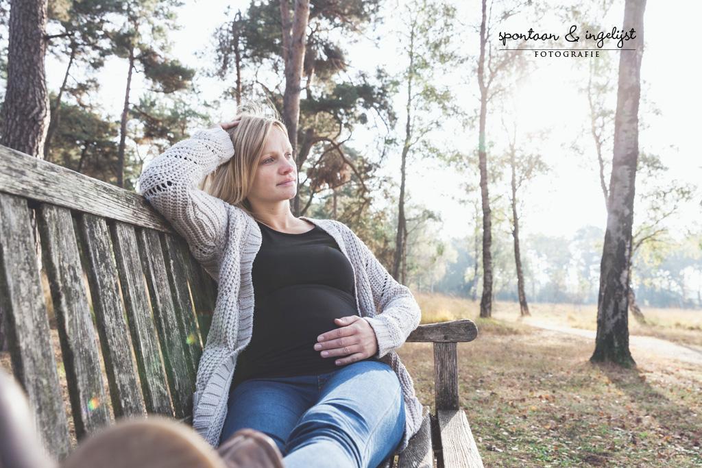 Lekker relax een zwangerschapsshoot in de mooie bossen van Boxtel/Oisterwijk